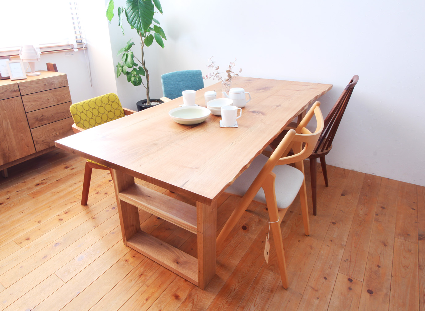 飛騨高山の鬼胡桃のテーブル