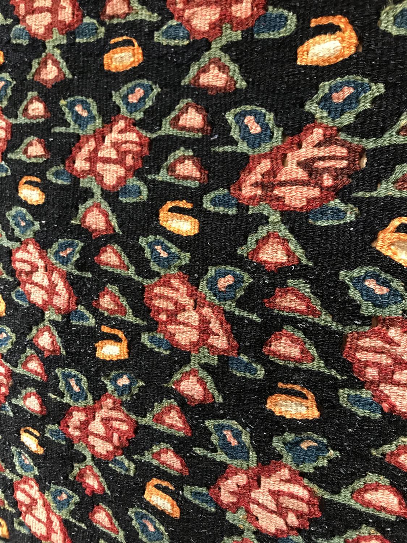 セネキリムの花柄は楽園を表すヘラティが描かれています
