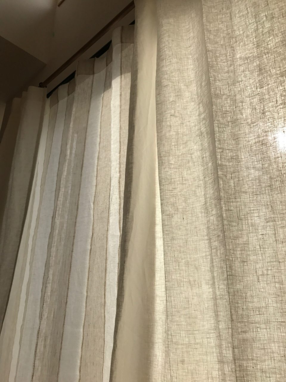 LifLinのリネンカーテン