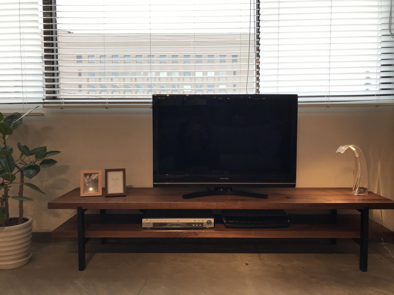 無垢材オイル仕上げウォールナット材のカッコいいTVボードです