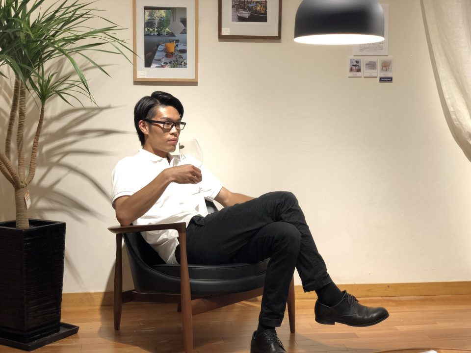北欧デンマークのエリザベスチェアは寛ぐための椅子です