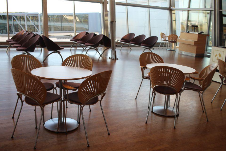デンマークの空港の待合ロビーにもトリニダードチェア