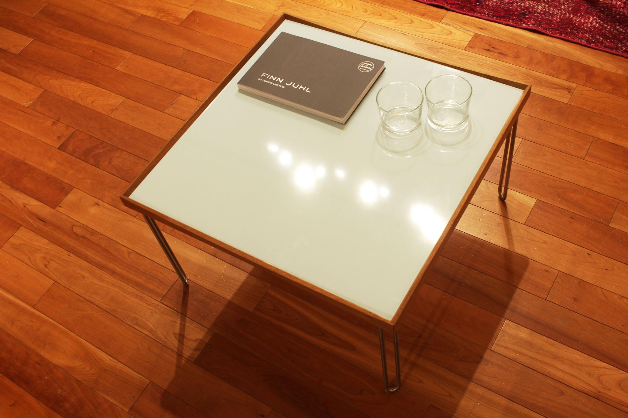 フィンユールトレイテーブル