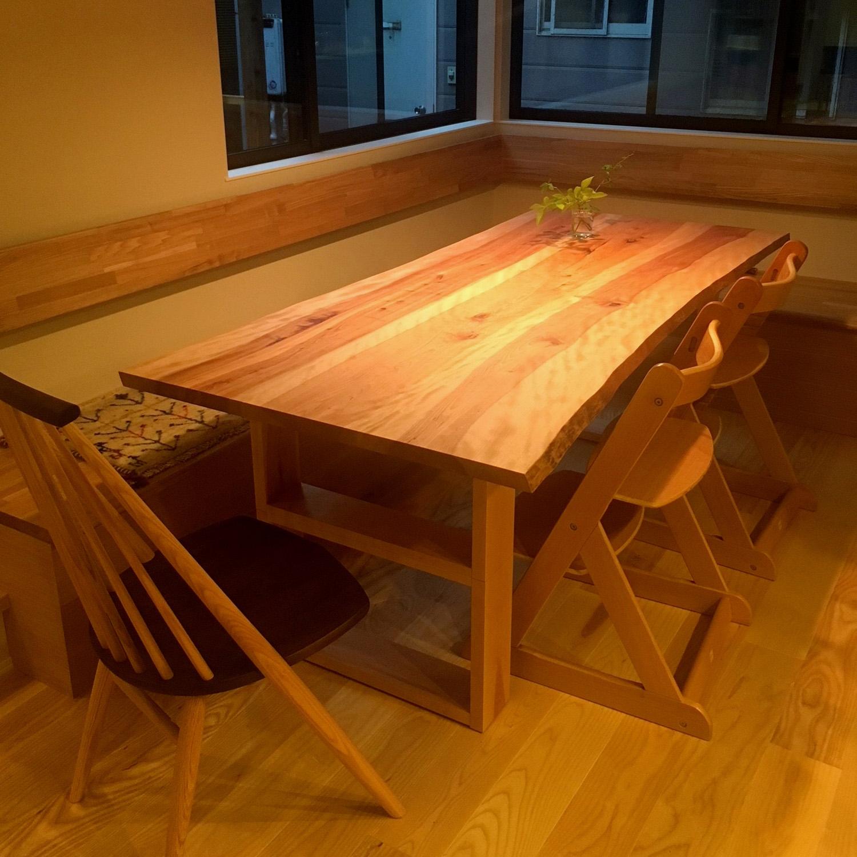 飛騨の木のテーブルと椅子