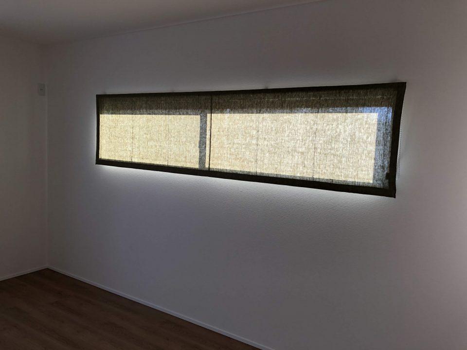 新潟市西区の新居にリネンのグリーンのプレーンシェードを寝室に取付致しました