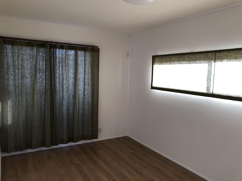 新潟市西区の新居にグリーンのリネンカーテンのフラットスタイルで取付しました