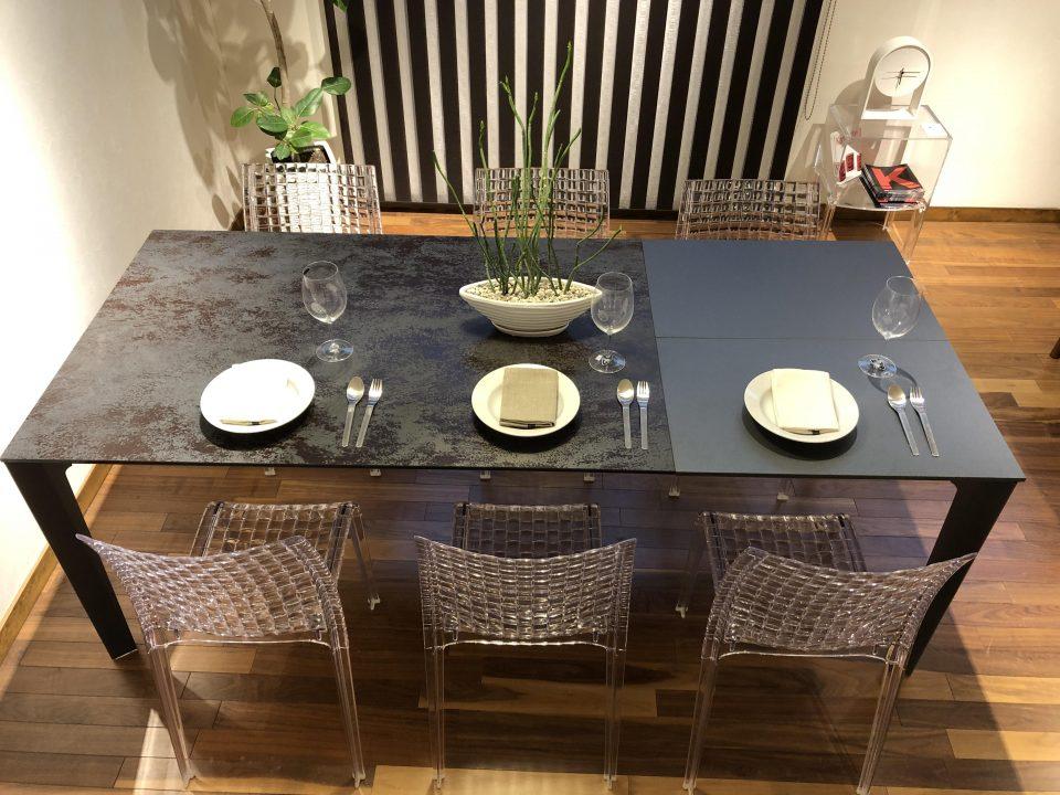 セラミック素材のエクステンション伸長式のダイニングテーブルです