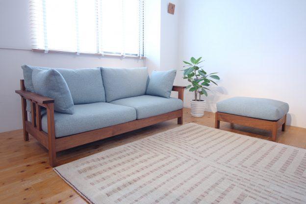 美しい木枠のソファ