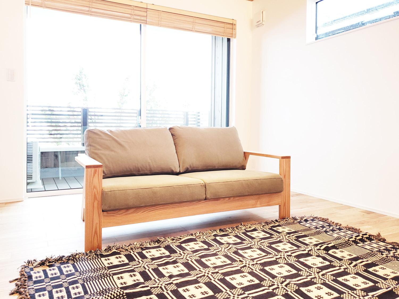 タモ材のソファ