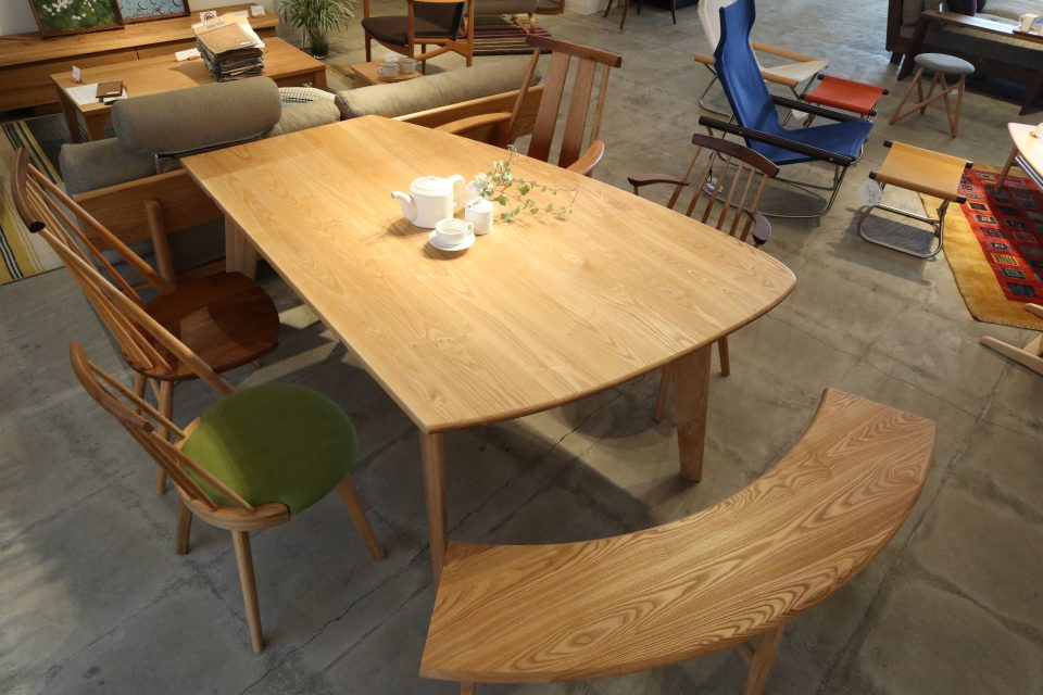 変形テーブルとベンチ