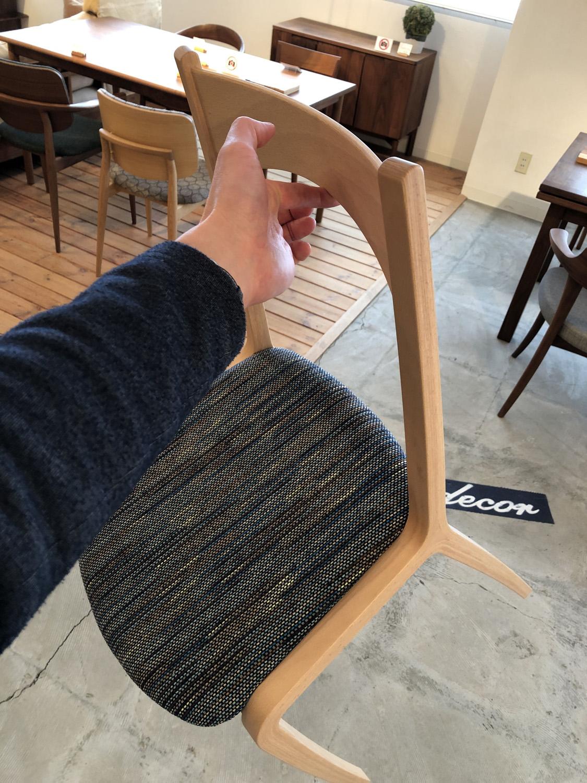 ブナ材の成形合板の天童木工の軽量チェアです