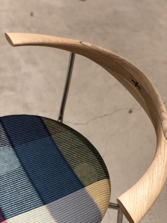 ハンナ・ヴェーデル特別仕様のオーク材ソープ仕上げのPP701チェア