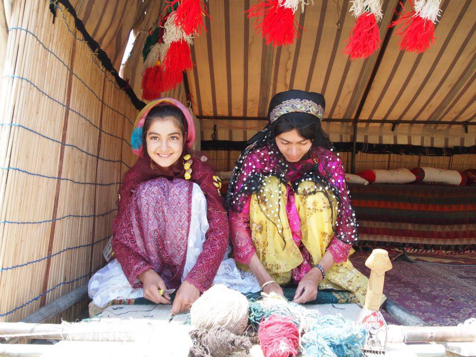 ギャッベを織る女性たち