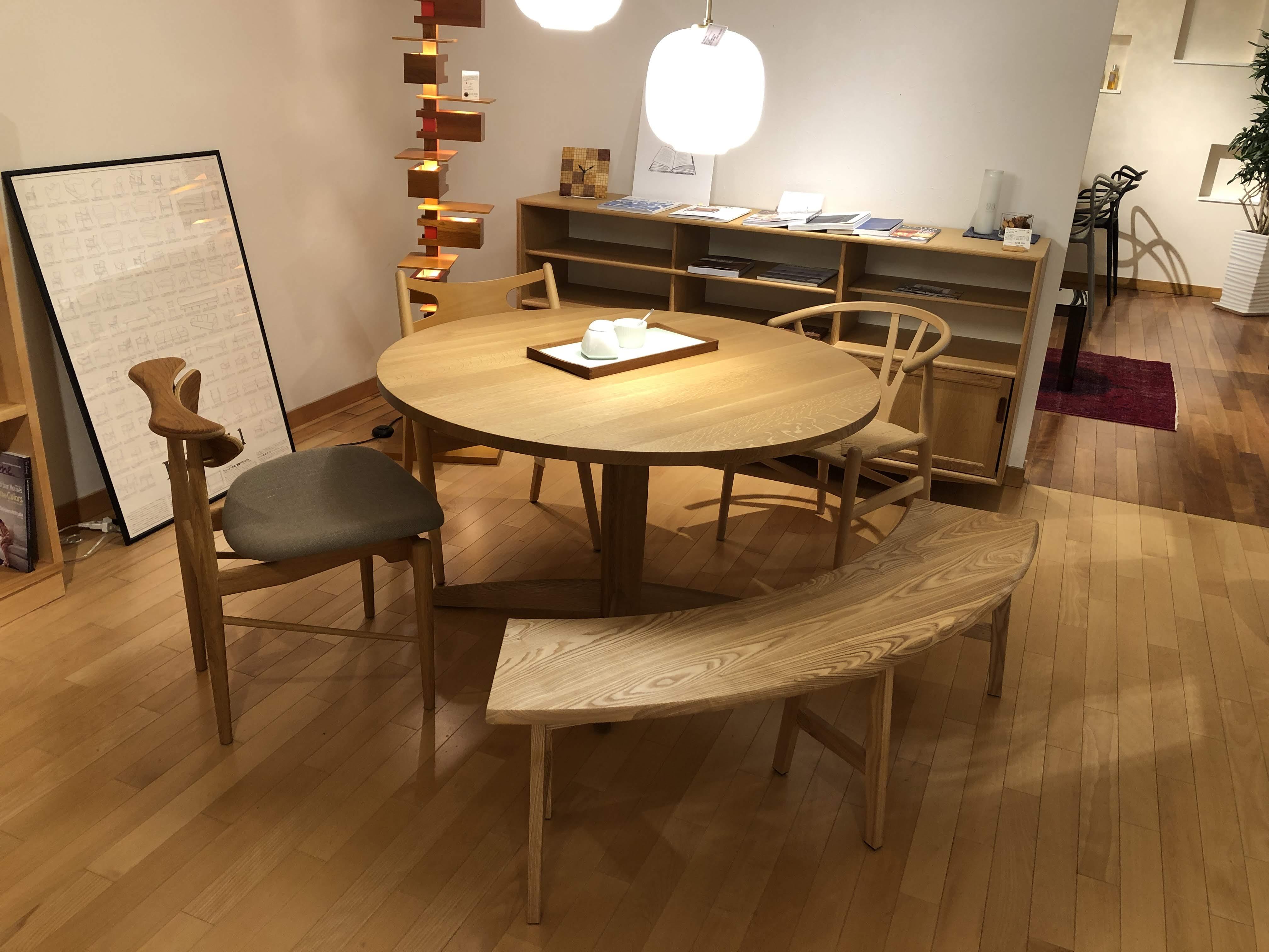 半円ベンチは、タモ材、オーク材、ウォールナット材が作れます