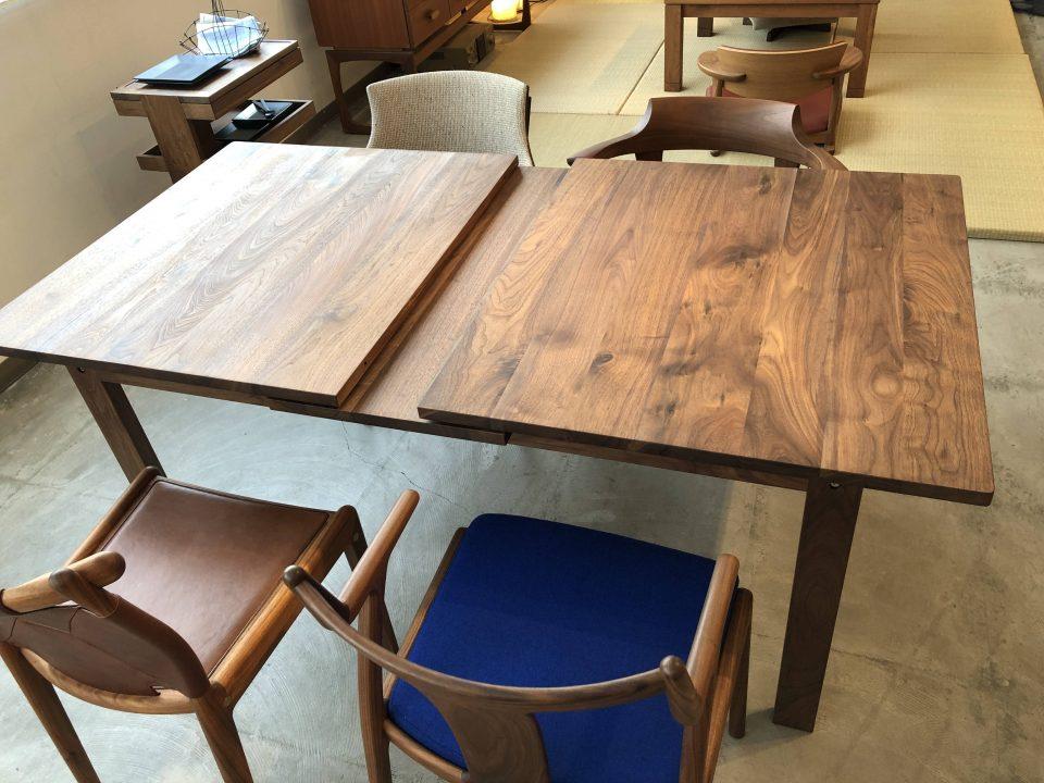 kitokiのウォールナット材のダイニングテーブルです