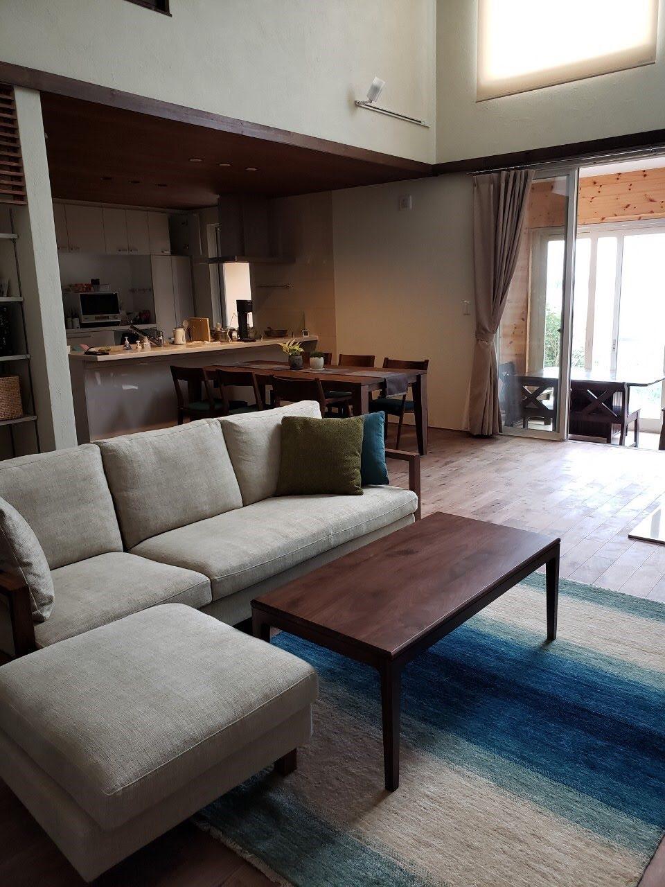 新潟市へソファとリビングテーブル、ハグみじゅうたんをお届けしてきました
