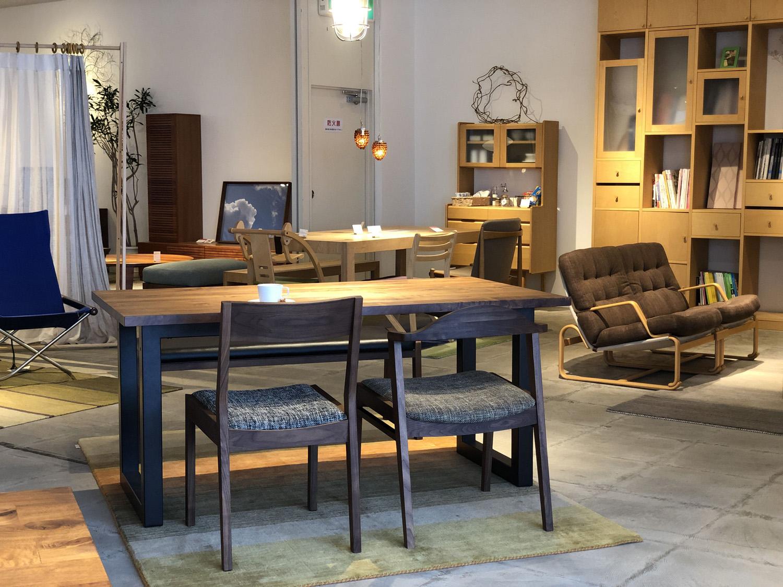 新潟市のインテリアショップボー・デコールでは、ウォールナットの無垢の家具を扱っております