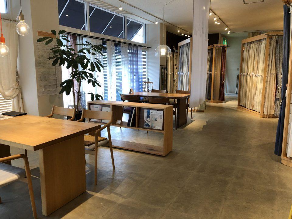 新潟市秋葉区のカーテンショップ、ボー・デコールの打ち合わせスペースも広々としています
