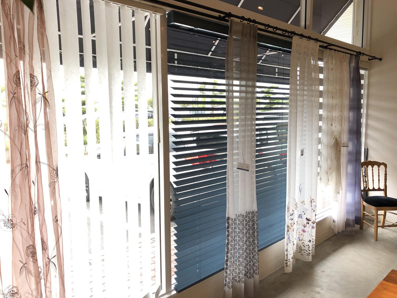 新潟市秋葉区のカーテンショップボー・デコールの縦型ブラインドや木製ブラインドが豊富に選べます