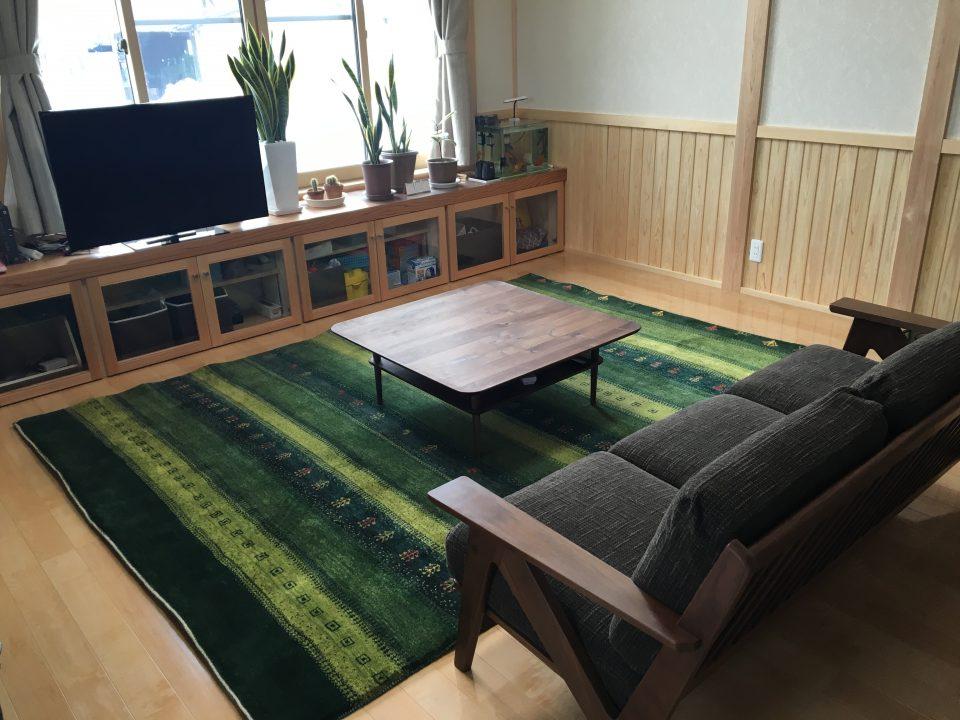 3人掛けソファと300×200cmのギャッベ