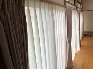 新潟市秋葉区のカーテンショップボー・デコールでは、広縁やリビング・子供部屋などのカーテンの掛替を行っております
