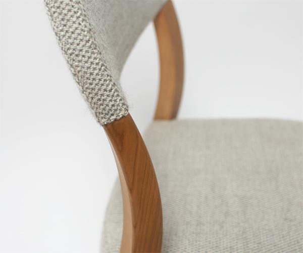 commaという宮崎椅子製作所の新作椅子が新潟市のインテリアショップに入荷致しました