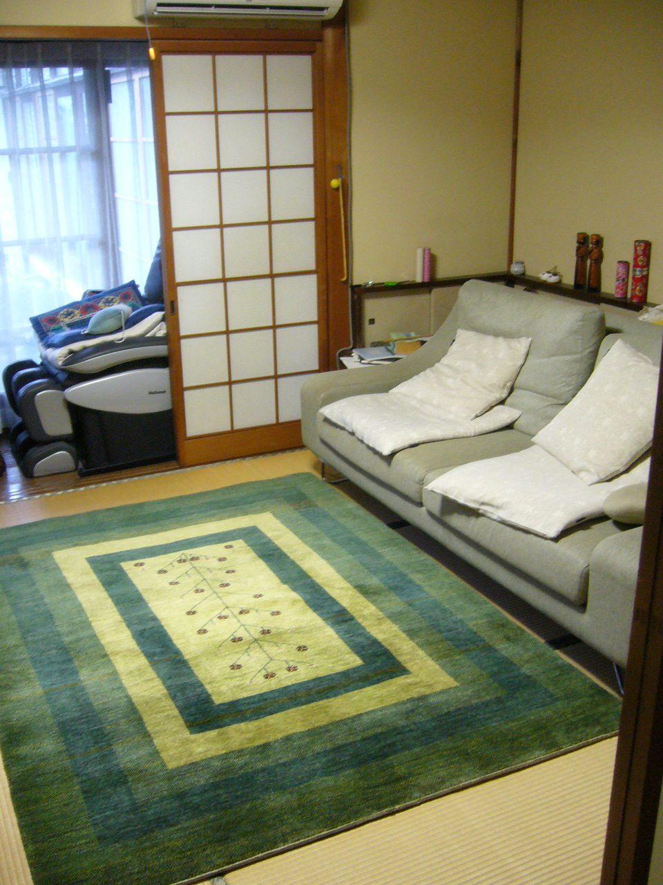 畳に敷いた240×170cmのギャッベ