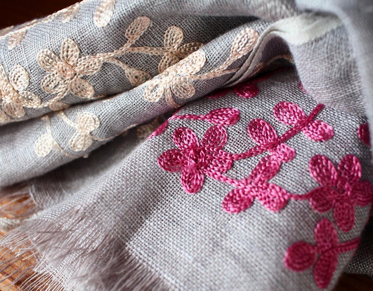 リネンストール 刺繍部分のアップ