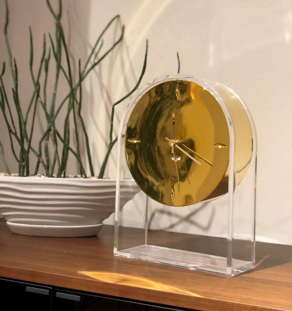 カルテルの時計エールデュタンのゴールドもクリスマスプレゼントにお勧めです