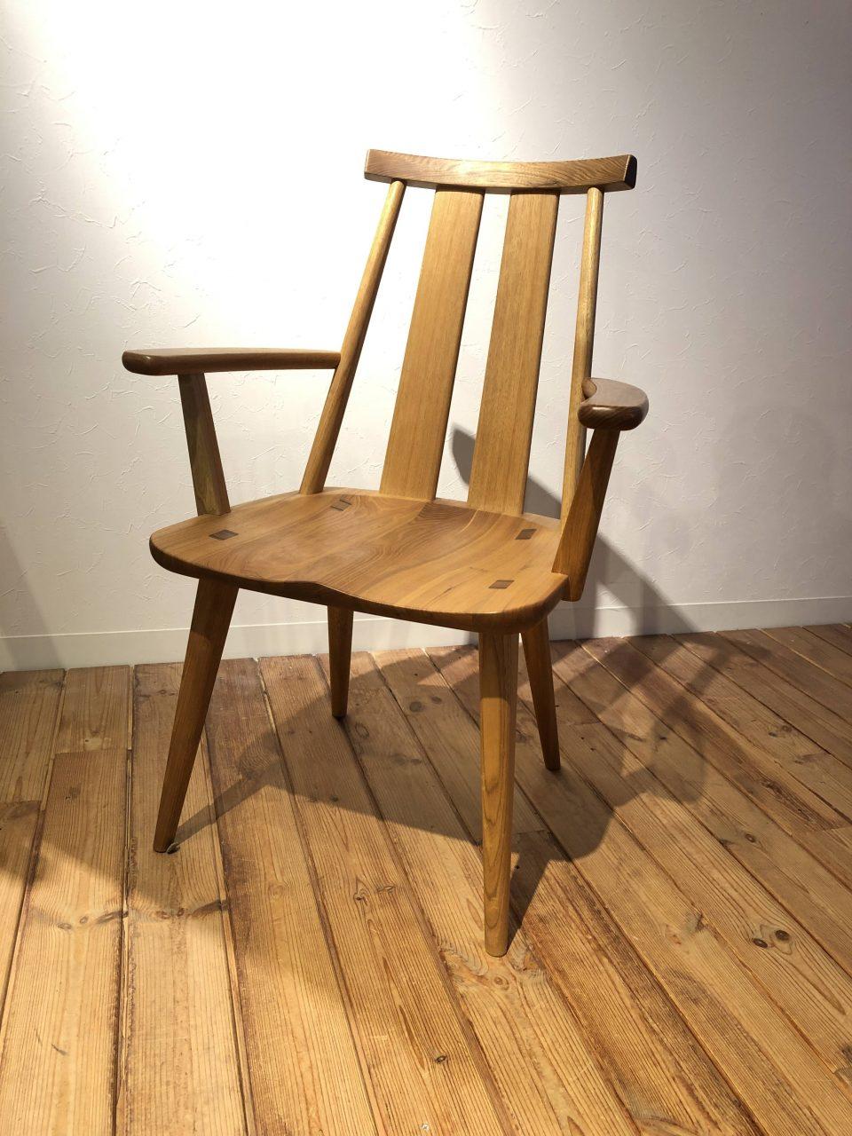 新潟市の家具店ボー・デコールで扱う肘有の椅子はゆったり寛げます