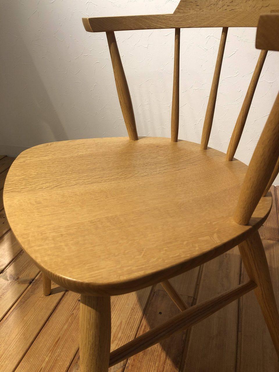 新潟市の家具店ボー・デコールでは、板座の椅子は座繰りが施され、座り心地が良いです