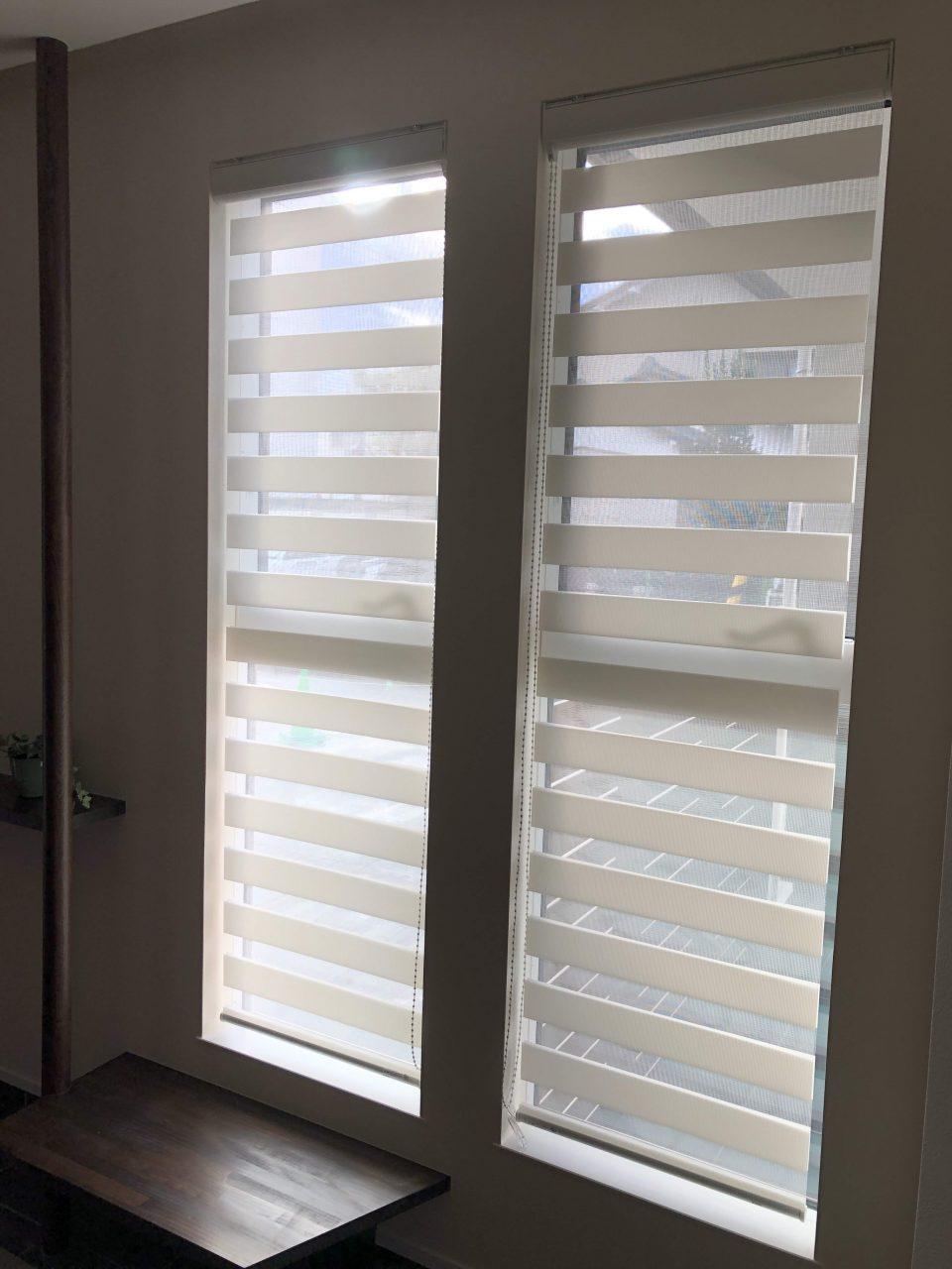 新潟市の新築の玄関に機能性カーテン、調光ロールスクリーンを納品致しました
