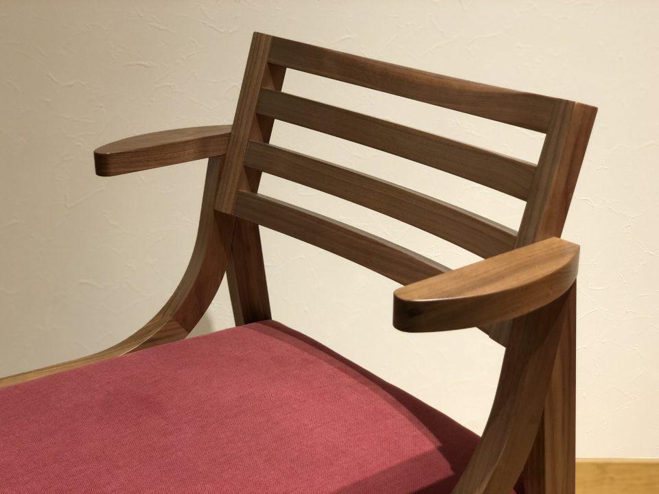 ちょい肘のハーフアームチェアは、新潟市の家具店ボー・デコールで人気です。