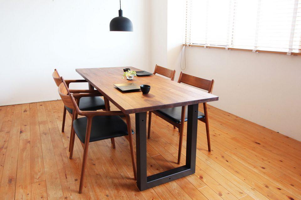 ウォールナットのダイニングテーブルは新潟市の家具店ボーデコールで人気のアイテムです