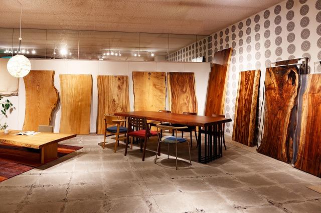 ボー・デコールでは新潟では家具だけでなく一枚板も豊富に展示しております