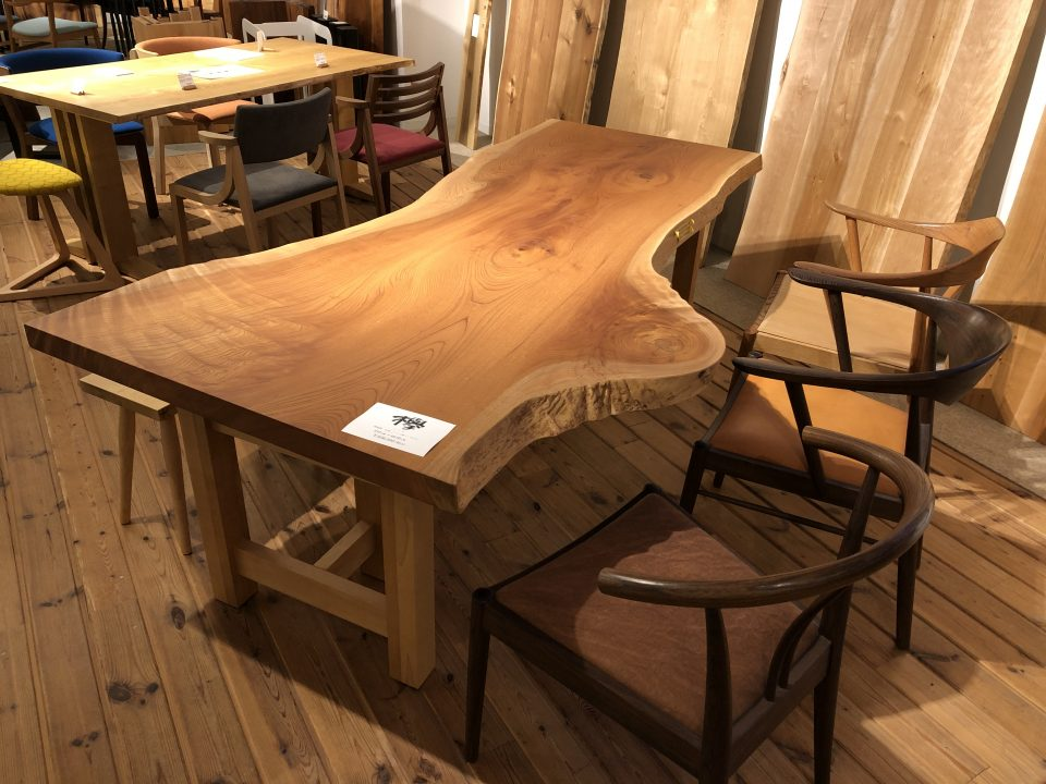 ケヤキの一枚板を新潟市の家具店ボー・デコールで扱っております