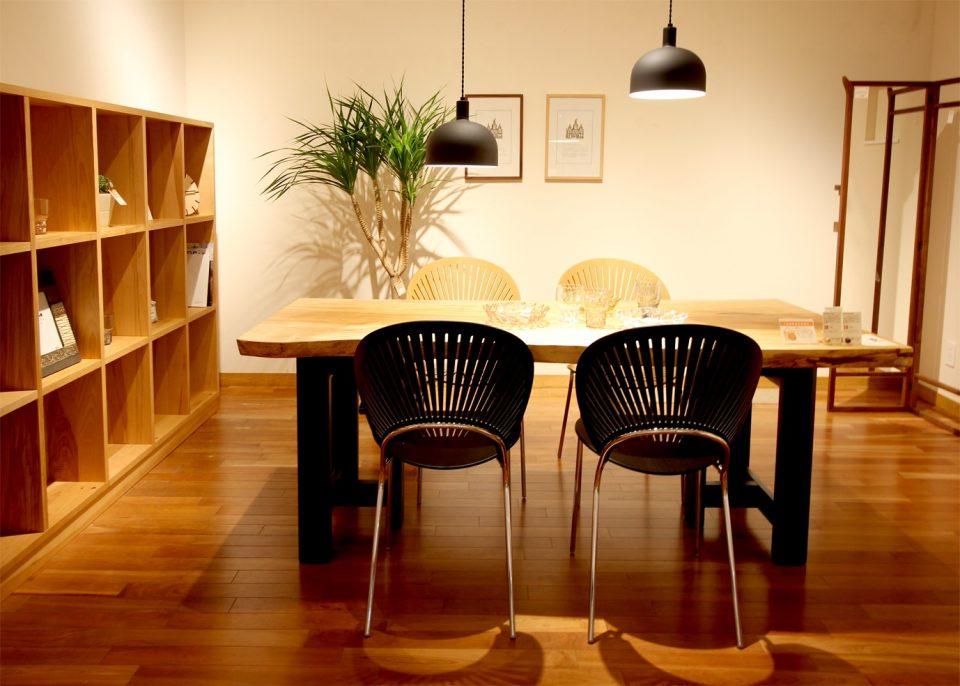 新潟市の家具店ボー・デコールでは、北欧スタイルの一枚板を素敵に展示しております