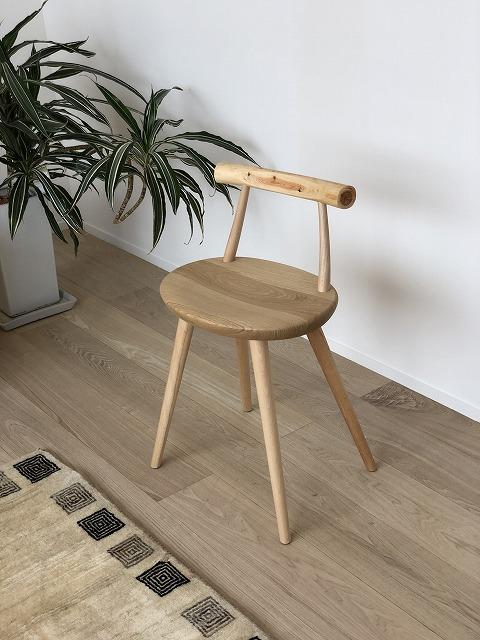 持ち運びしやすい小柄なチェアも新潟市の家具店ボー・デコールにございます