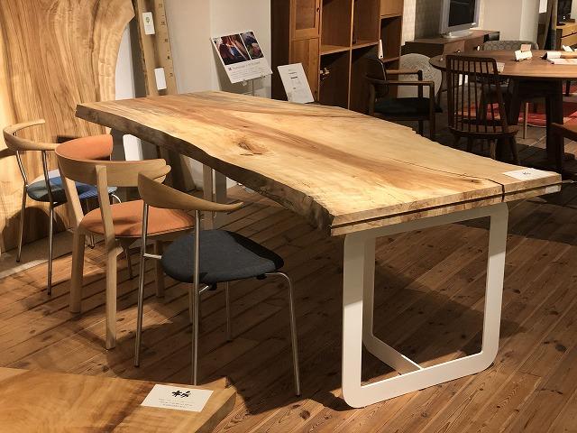 GAIAスタイルと北欧モダンな一枚板テーブルの組合せ