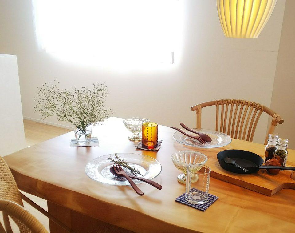 ガラス食器でテーブルコーディネート