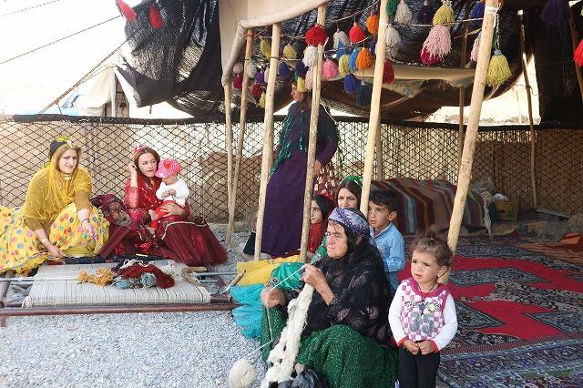 ボー・デコールでは、遊牧民の願いがこもったギャッベをイランで直接買い付けております