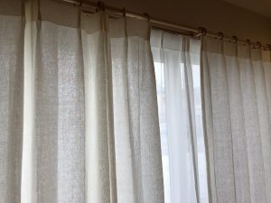 新潟市のインテリアショップボー・デコールでは夏にぴったりのリネンカーテンを扱っております