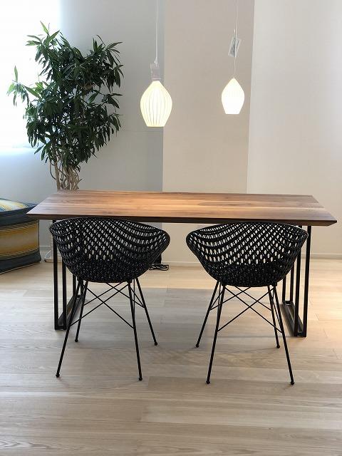 新潟市の家具店インテリアショップボー・デコールではウォールナット材の家具とカルテルの家具を扱っております