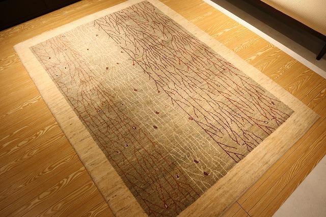 新潟市の家具店ボー・デコールで原毛のアートギャッベと出会いました