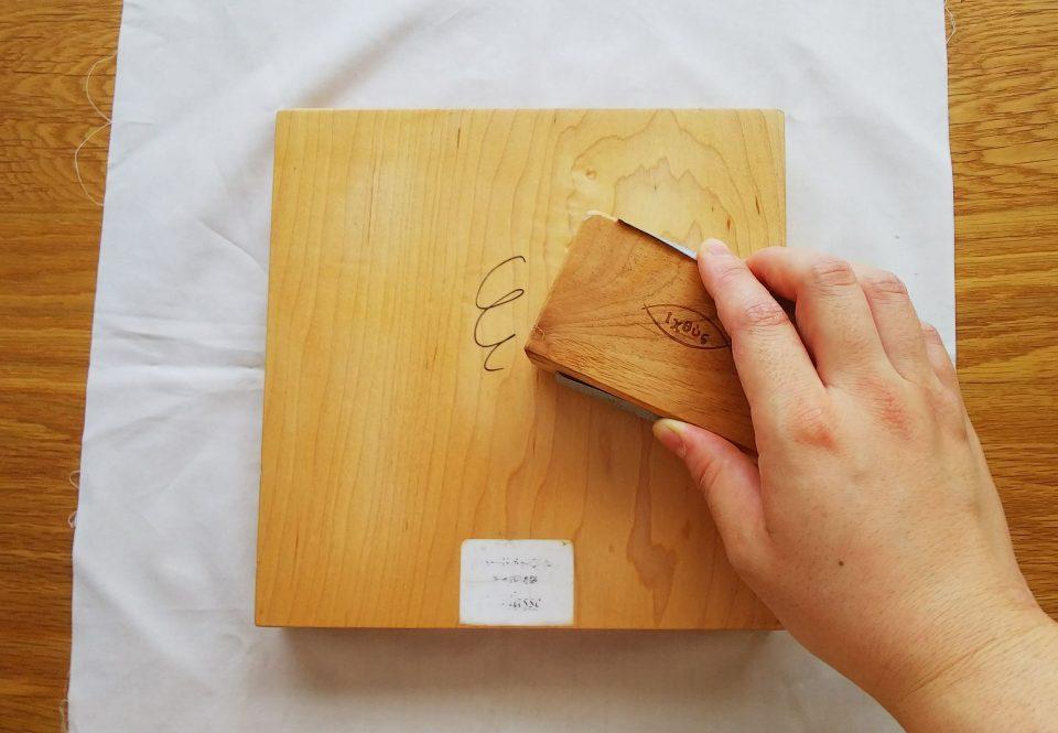 紙やすりで削りましょう