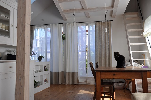 新潟市の家具店ボー・デコールでリネンカーテンを扱っております