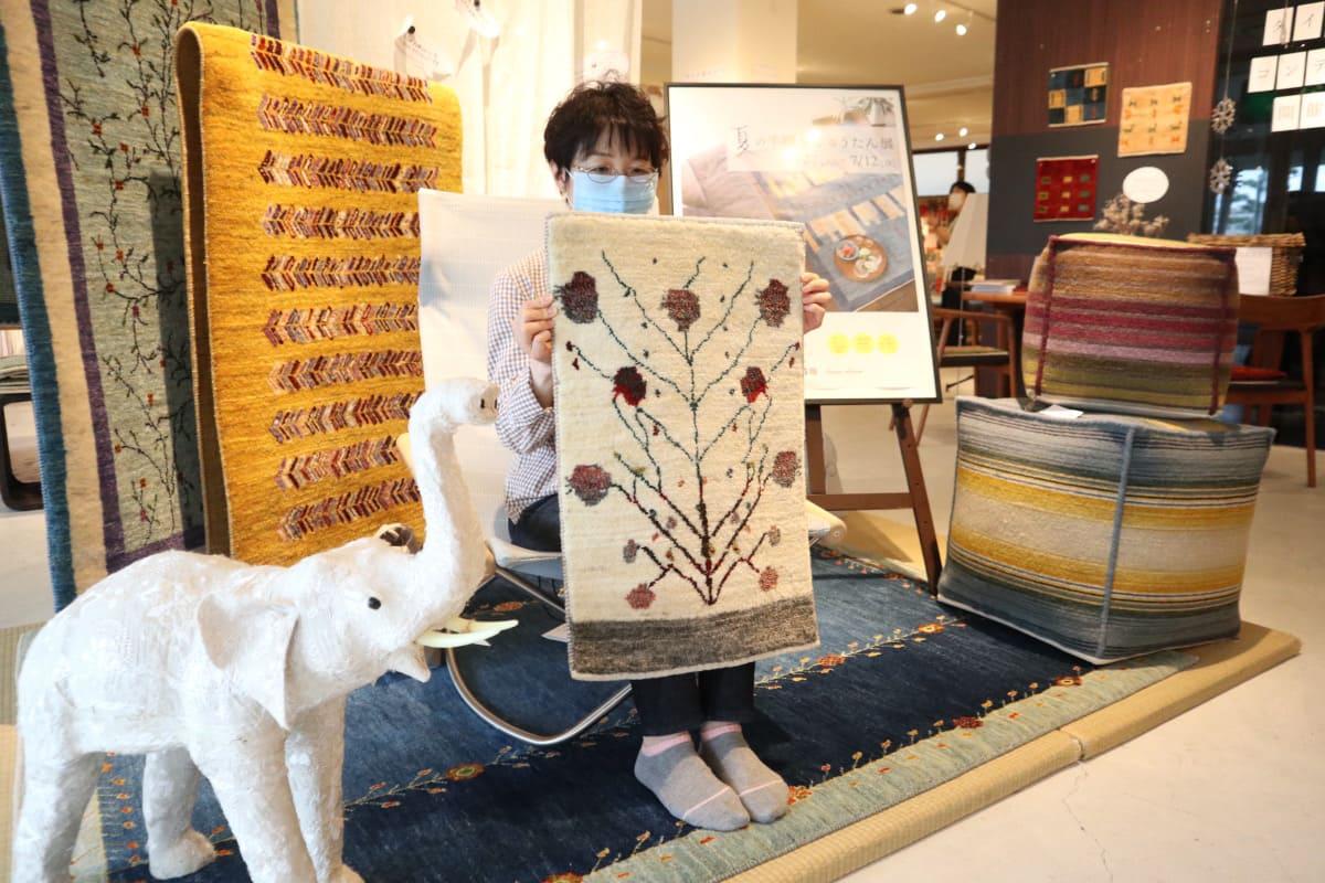 ザクロの木が織られたミニギャッベをお選びいただけました。
