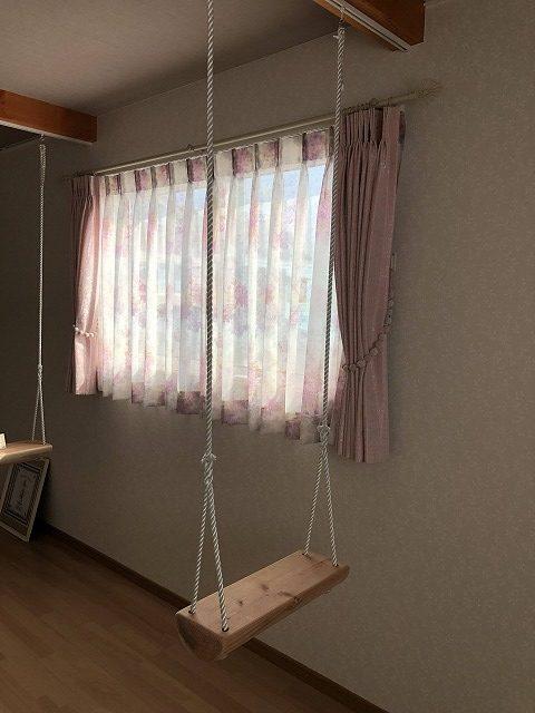 新潟市のお客様宅にピンクのレースカーテンでフェミニンに仕上がりました
