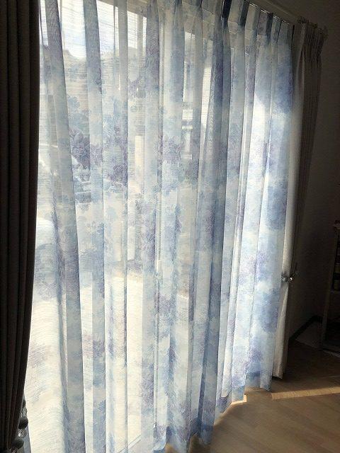 青い花柄のレースカーテンで素敵に仕上りました