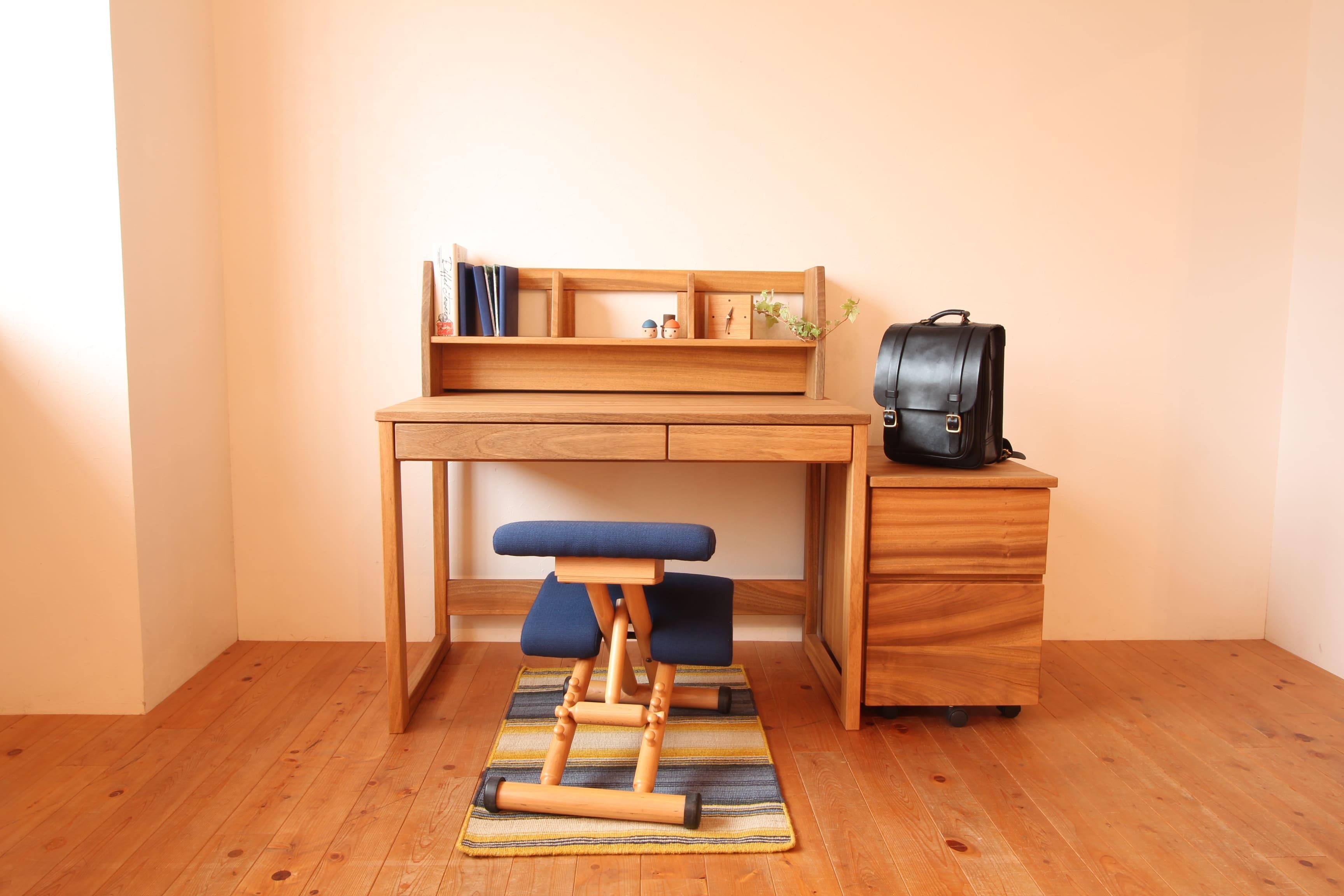 楠の机の全体写真